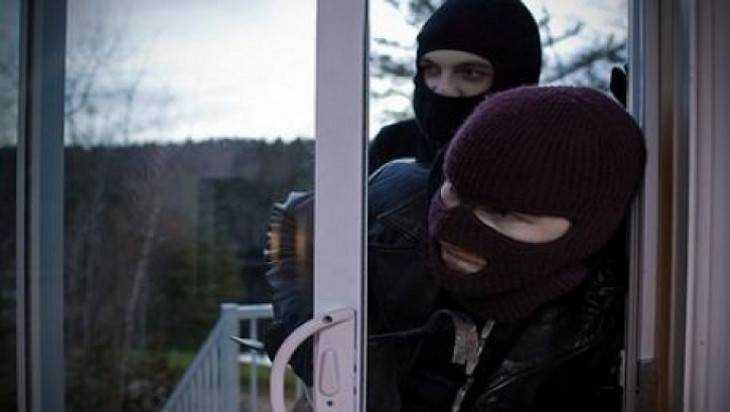 В Навлинском районе две женщины украли холодильник на чужой даче