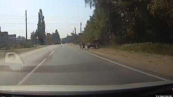 В брянских соцсетях рассказали о чудесном спасении ребенка на дороге