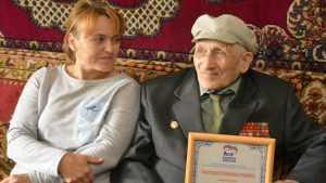 Суражские партийцы поздравили ветерана ВОВ с юбилеем