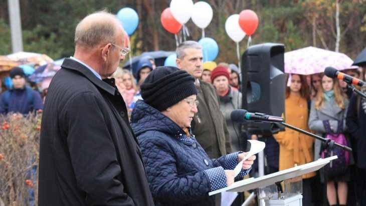В Клинцах вскрыли капсулу с посланием комсомольцев 1968 года
