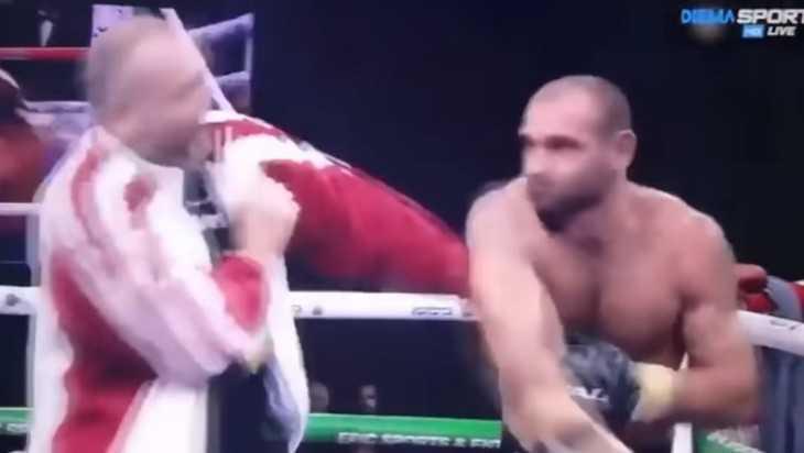 В сети появилось видео драки рассвирепевшего боксера со своим тренером
