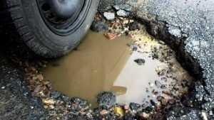 Выбоины и ямы на дорогах в Клинцах надоели даже прокурорам и судьям