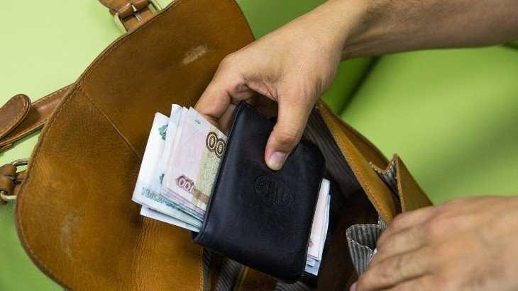 Белорус в гостях обокрал захмелевшую хозяйку квартиры в Брянске