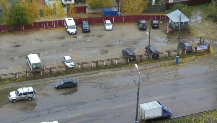 В Брянске отвалившееся от «Газели» колесо влетело в легковушку