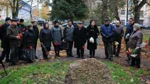 В сквере Брянска почтили память жертв политических репрессий