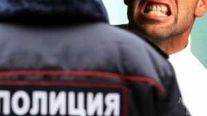 Дебошир в Белой Березке ударил полицейского по лицу