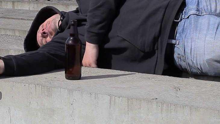 На вокзале в Брянске воровки обчистили карманы опьяневшего пассажира