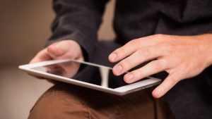В Брянске несовершеннолетний уголовник украл планшет у нового знакомого