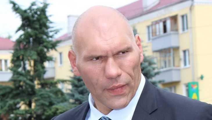 В Брянске устроили скандальный бой гиганта Валуева и жириновца Пайкина