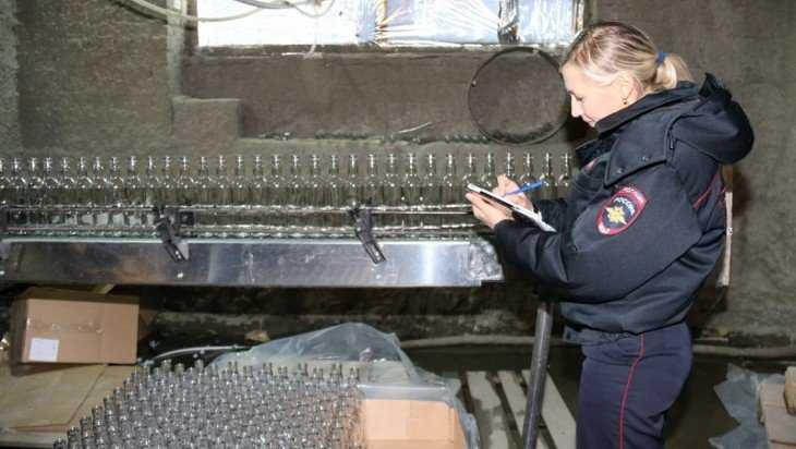 Сотрудники подпольного спиртзавода в Выгоничах предстанут перед судом