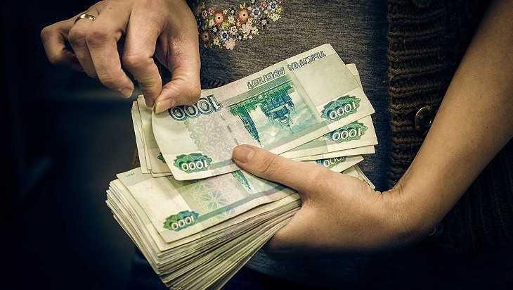 Мошенница обманула брянских чиновников на 300 тысяч рублей