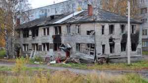 В Клинцах прокуратура приказала чиновникам снести аварийные дома