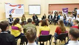 Брянский губернатор на форуме раскрыл молодёжи секрет успеха