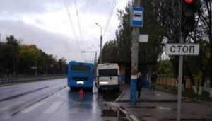 В Брянске автобус протаранил маршрутку — пострадал 45-летний мужчина