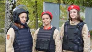 В Брянске юнармейцев и кадет познакомили с работой СОБРа и ОМОНа
