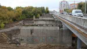 Строители Первомайского моста в Брянске приступили к бетонированию