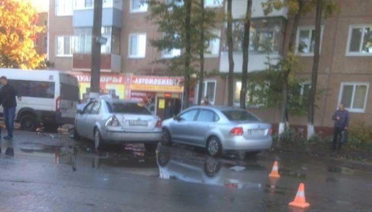 В Брянске в массовом ДТП на Литейной пострадал 31-летний водитель