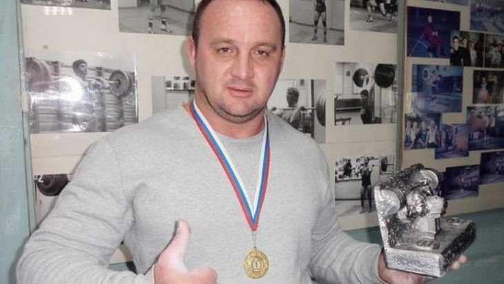Брянский спортсмен Ратниекс стал чемпионом ЦФО по пауэрлифтингу