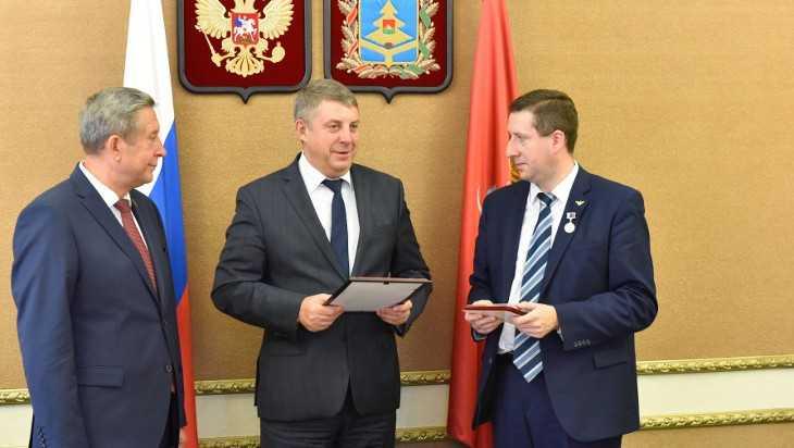 Брянского учителя Юрия Клюева поздравил губернатор Богомаз