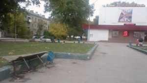 Брянские шариковы отметились возле кинотеатра «Салют»