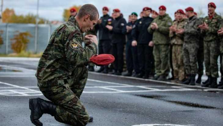 Капитан спецназа из Брянска получил краповый берет