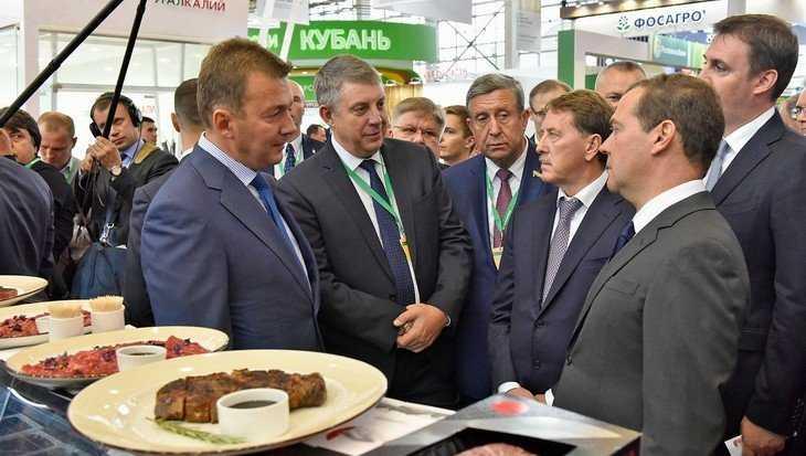 Главу правительства Дмитрия Медведева пригласили в Брянскую область