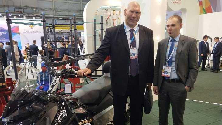 Николай Валуев поддержал брянских производителей наспортфоруме