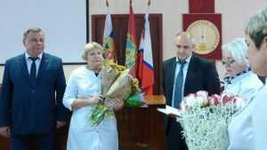 Завотделением брянской областной больницы стала Заслуженным врачом
