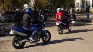 В Брянске байкеры закрыли летний сезон мотопробегом по улицам города