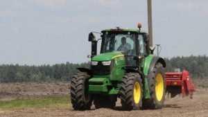 Брянские хозяйства с помощью казны купили сотни тракторов и комбайнов