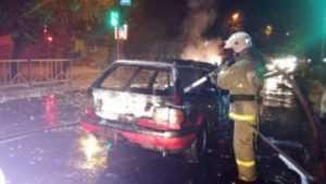 Один из двух сгоревших автомобилей в Брянске попал на видео