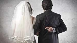 Суд отменил фиктивный брак жительницы Брянска и азербайджанца