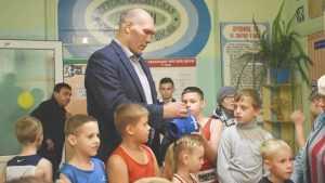 Депутат Николай Валуев подарит три ринга брянским боксерам