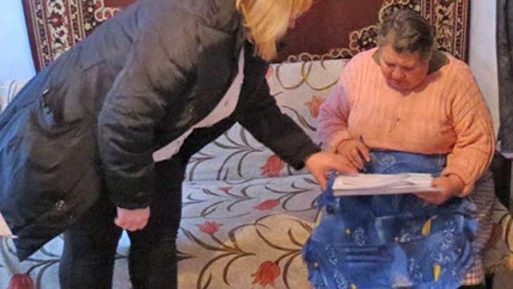 Лжесоцработницы увели деньги у двух брянских сельских пенсионерок