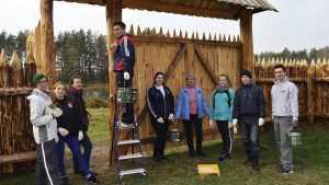 Молодые волонтеры провели выходные в заповеднике «Брянский лес»
