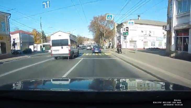 Брянских маршрутчиков по видеозаписи обвинили в массовом лихачестве