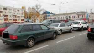В Брянске 53-летний водитель Audi скончался за рулем после ДТП
