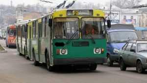 В Брянске на набережной 15-летний подросток поранил ногу в троллейбусе
