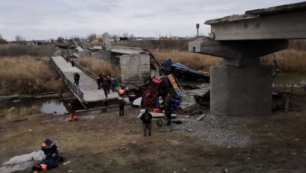 В сети появилось видео с места обрушения автомобильного моста в Воронежской области