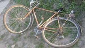 В брянском Трубчевске водитель Daewoo на стоянке покалечил велосипедистку
