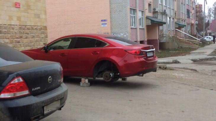 В Брянске опять сняли колеса с дорогих автомобилей