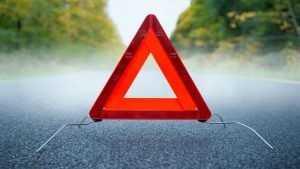 В Брянске девушка поранилась при движении автомобиля