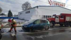 В Карачеве в легковом автомобиле загорелся двигатель