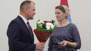 Знак «Материнская слава» получили 25 женщин из Брянской области