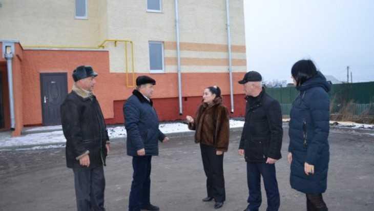 В Климовском районе сотрудница правительства осмотрела жилье для сирот