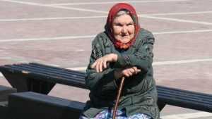 Москвичи решили накормить одиноких пенсионеров в брянской глубинке