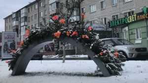 В Брянске на Московском проспекте появились новогодние «клумбы»