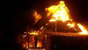 В Белых Берегах сгорели сразу три жилых дома
