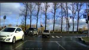 Брянскую автомобилистку наказали по видео за проезд на красный свет