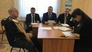 Депутат Валентин Суббот выслушал жалобы жителей Брасовского района